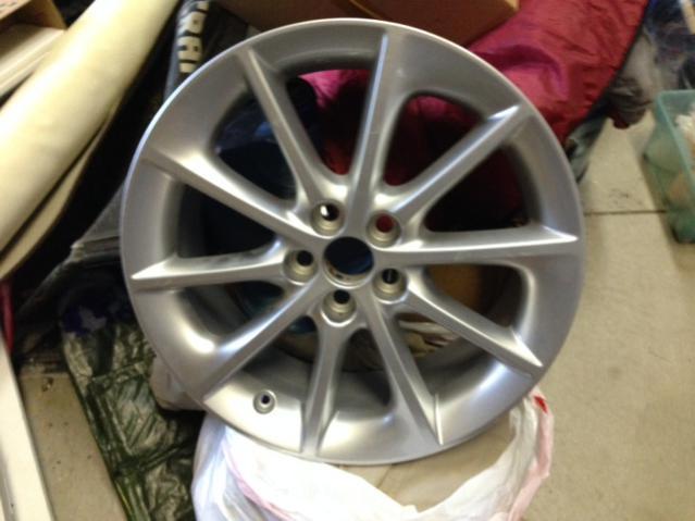 "(1) 2011 OEM 17"" Alloy Wheel (Damaged)-maga.jpg"