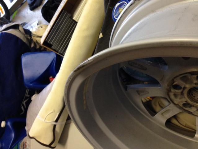 "(1) 2011 OEM 17"" Alloy Wheel (Damaged)-magb.jpg"
